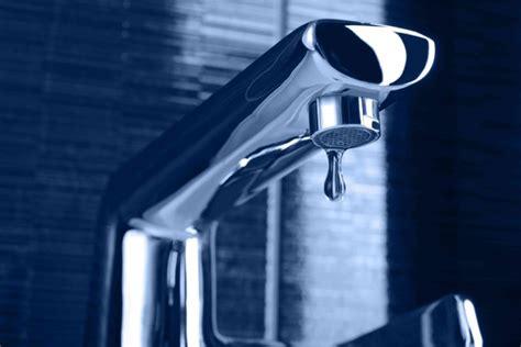 rubinetto perde acqua come riparare un rubinetto perde donnad