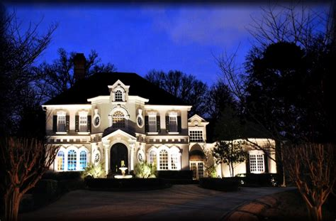 Great Exle Of Even Up Lighting Grazing Effect On Stucco Advantage Landscape Lighting