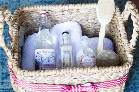 what to put in a christmas basket gift giving the spa gift basket erin spain