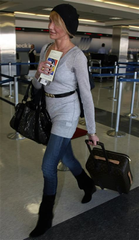 Cameron Diaz Steps Out With Purse by Burbery Bag Photos Of Teenagers