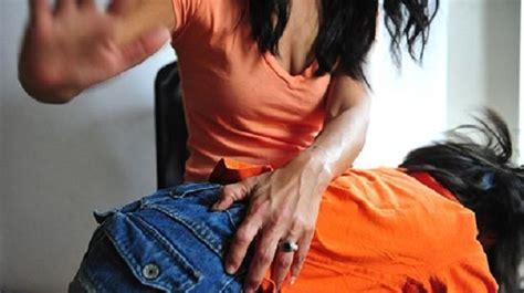 foto sedere donne sculacciare i bambini da oggi lo vieta la legge mai