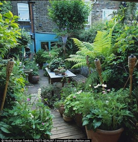 urban backyard beautiful urban garden gardening ideas tips pinterest