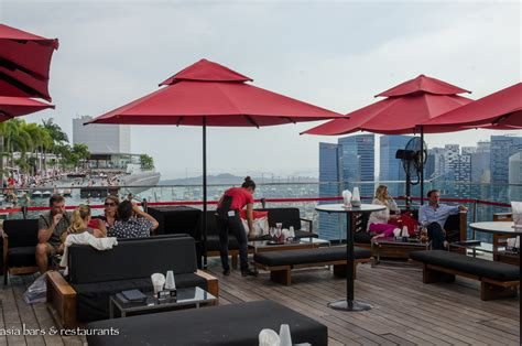 bar on top of marina bay sands ce la vi singapore rooftop skybar club lounge