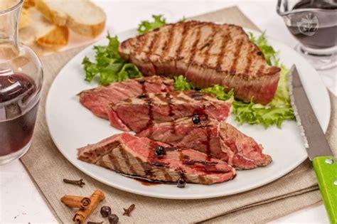 come cucinare una bistecca di manzo ricetta tagliata al balsamico la ricetta di giallozafferano