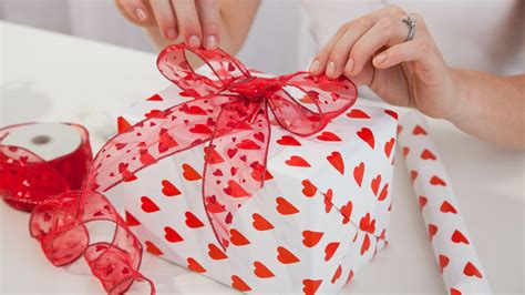 valentine day gift creative gifts ideas for the groom to be venuelook blog