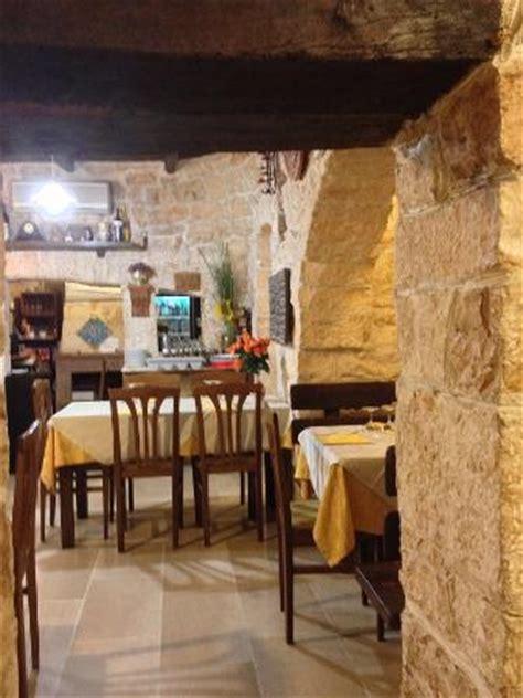 interno trulli interno ristorante foto di il trullo antico alberobello