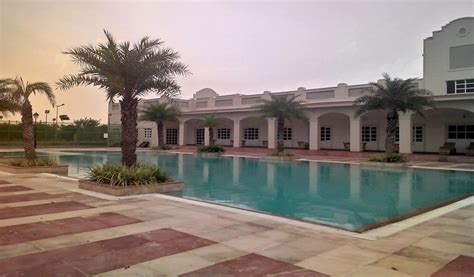 Garden City Swimming Pool 2113 Sq Ft 3 Bhk 4t Apartment For Sale In Dlf Gardencity