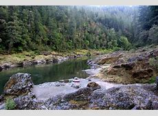 Rogue River Trail: Backpackers traverse canyons with green ... 25 Foot Camper