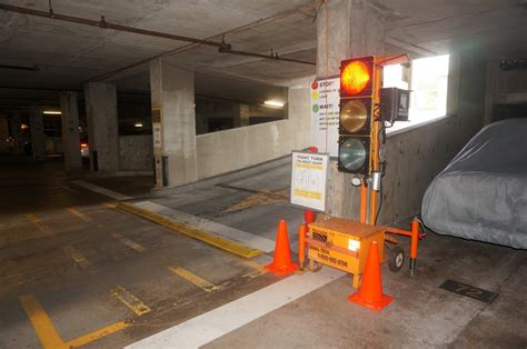 How Do Parking Garages Work by Manage Traffic Flow With Portable Traffic Signals G P