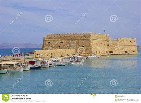 porto isola di creta barche nel vecchio porto di candia isola di creta grecia