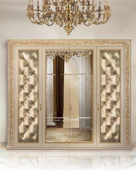 armadi classici di lusso armadio 4 ante imbottite capitonn 232 e specchio al centro