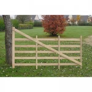 barriere bois chevaux barri 232 re normande en bois pour chevaux 224 ouverture