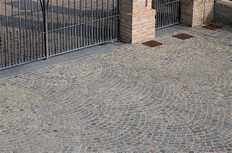 pavimentazione cortili esterni pavimenti in pietra naturale per esterni cortili e