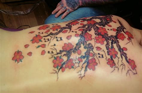 cherry blossom back tattoo designs cherry blossom tattoos designs ideas and meaning