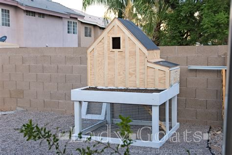small chicken coop  planter clean  tray