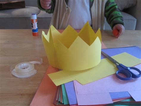 How To Make Paper Crowns - construction paper crowns i would buy some jewels to put