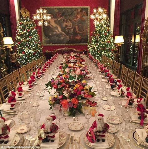 how to set a christmas table 32 best christmas tablescapes images on pinterest