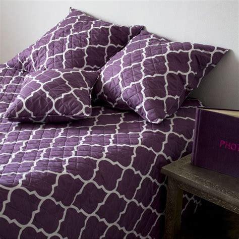 couvre lit parme couvre lit 230 x 250 cm amara parme couvre lit boutis