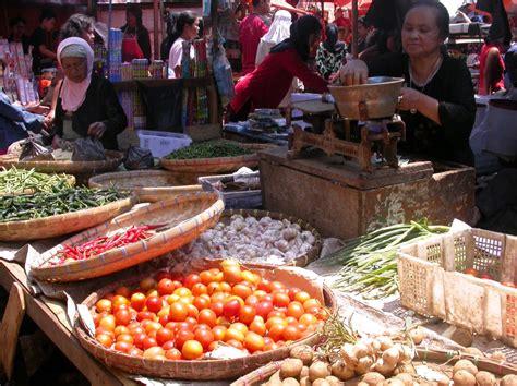 Salesmanship Keahlian Menjual Barang Dan Jasa Edisi 2 Buku Bisnis kegiatan ekonomi produksi distribusi dan konsumsi dalam the knownledge