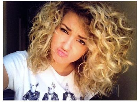 hairstyles with random curls tori kelly s hair random pinterest her hair curls