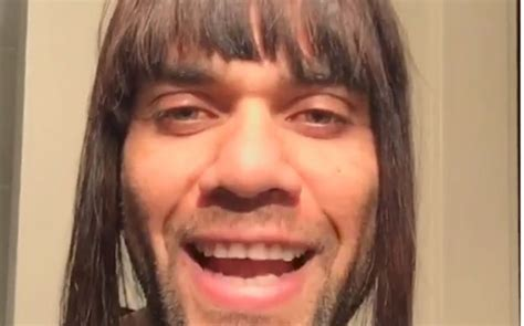 Dani Alves Meme - cr 237 ticas a dani alves por su 250 ltimo video con peluca en