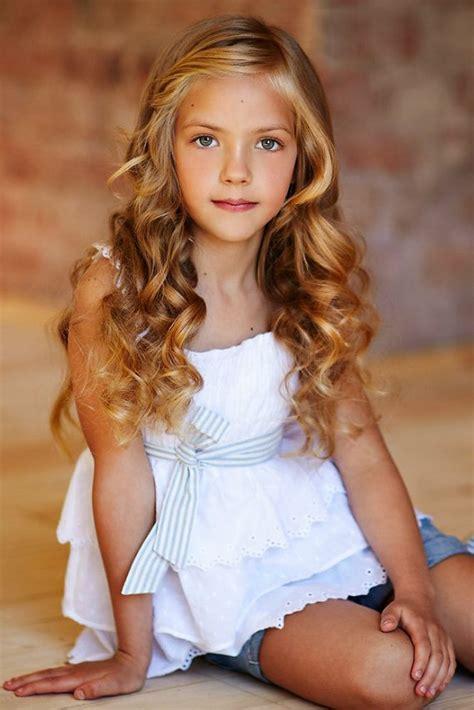 girl sweet model cabelo lindo com cachos coisas fofas pinterest