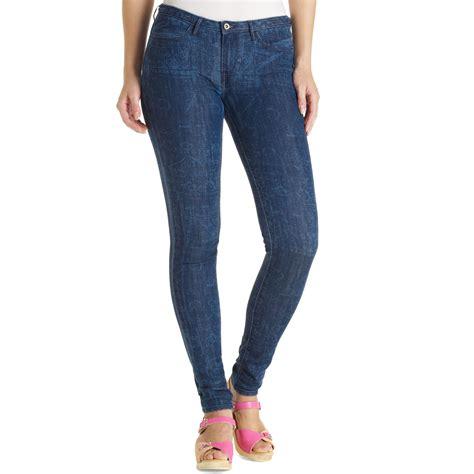 printed jeans denim trends for fall 2013 shop levi s printed denim legging in blue block print lyst