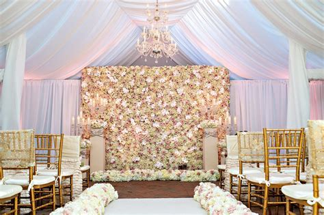 Flower and Plant Walls for Rustic Chic Wedding Décor