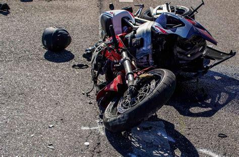 Unfall Motorrad Stuttgart by Schwerer Unfall Bei B 246 Blingen Lkw Kollidiert Mit Motorrad