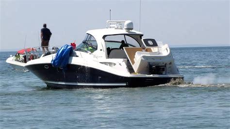 sea ray boats youtube sea ray boat crashed into stone breakwall youtube