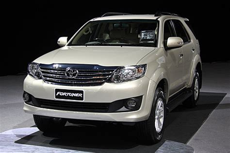 All New Fortuner Side Vent Luxury Chrome toyota fortuner facelift unveiled car news premium suvs autocar india