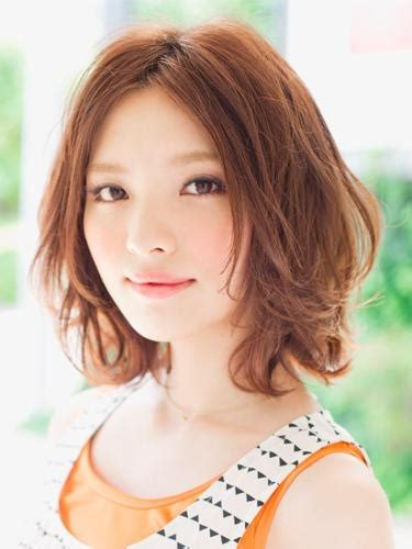 haircuts center part 170 best images about international hair styles on