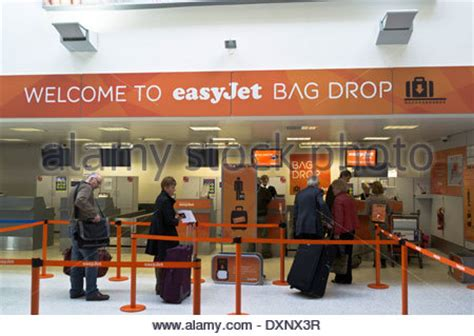 Gatwick Airport Easyjet Desk by Easyjet Passenger Bag Drop Baggage Dropping Point For