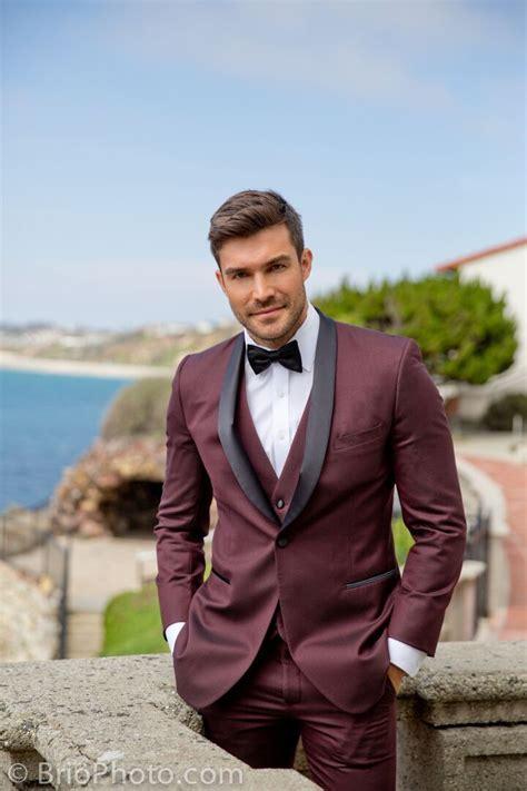 Stitch & Tie: An Innovative Online Tuxedo Rental for Men