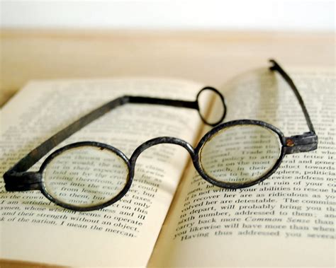 eye glasses history and inventions