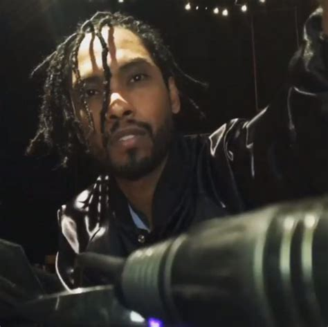 how does miguel do back of his hair hot shot miguel debuts new hair do that grape juice