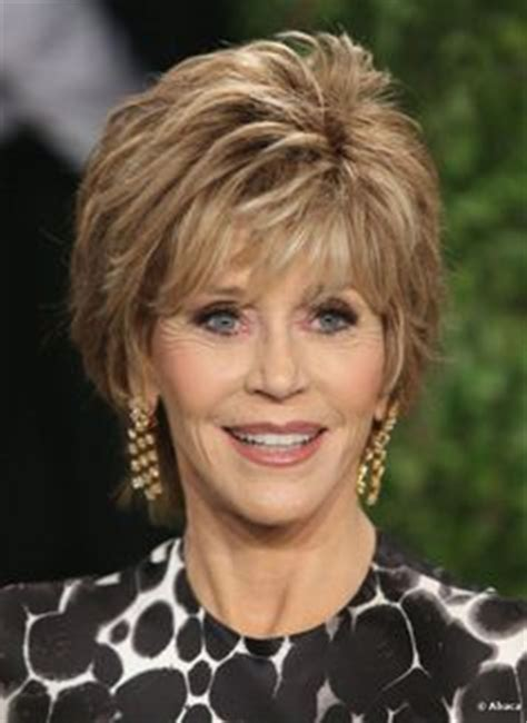 hairstyle for 75 year olds jane fonda at 75 years old with short hairstyle short