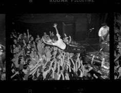 eddie vedder stage dive 1000 images about of stage diving on