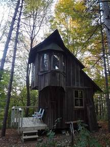 scary cabin cabin living
