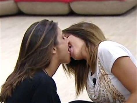 lesbian in this bus lesbi di biss ancora baci lesbo al grande fratello 11 tocca a guendalina