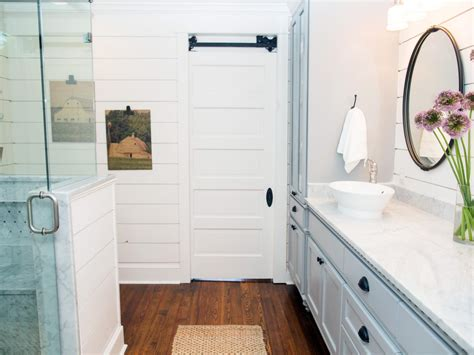 Chip Gaines Farm 5 things every fixer upper inspired farmhouse bathroom