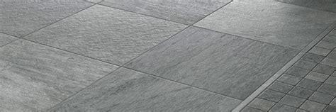 pulizia pavimenti gres porcellanato opaco come eliminare i residui di malta e colla dal pavimento