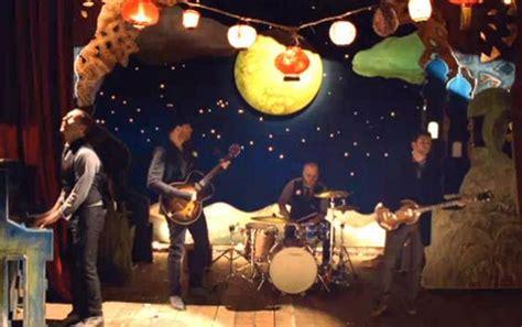 coldplay christmas christmas lights video coldplay contactmusic com