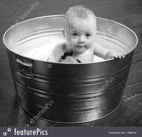 Bathtubs For 6 Month Olds by 6 Month Boy In Bath Tub Image