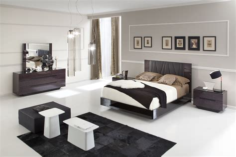 Chocolate Bedroom Furniture Modern Furniture To Harmonize The Brown Colored Walls Of Your Bedroom La Furniture
