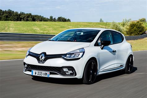 renaultsport clio 220 trophy 2016 review auto express