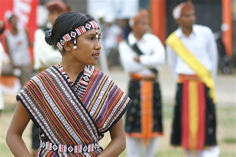 Baju Adat Nagekeo nagekeo 171 benyamin lakitan