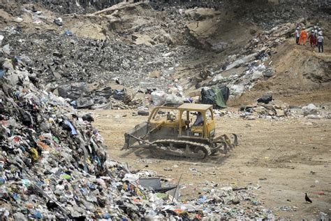 Search In Guatemala Rescuers Search For Missing In Deadly Guatemala Trash