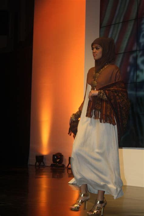 fashion design kea indonesia fashion week 2012 day 2 ida royani irna