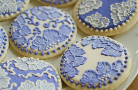 decorated cookies foodista best cookie decorating tutorial